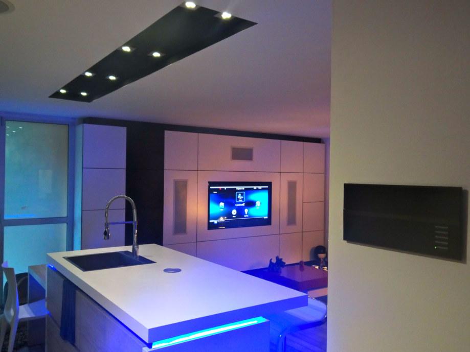 Loft, vue cuisine contrôleur et home cinéma